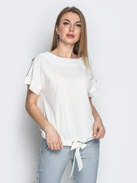 Молочная блузка с кулиской по низу и контрастными вставками - 20771, фото 1 – интернет-магазин Dressa