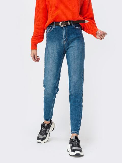 Голубые джинсы-мом с высокой посадкой и поясом - 43105, фото 1 – интернет-магазин Dressa