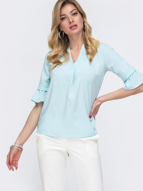 Голубая блузка прямого кроя с воланами на рукавах - 48417, фото 1 – интернет-магазин Dressa