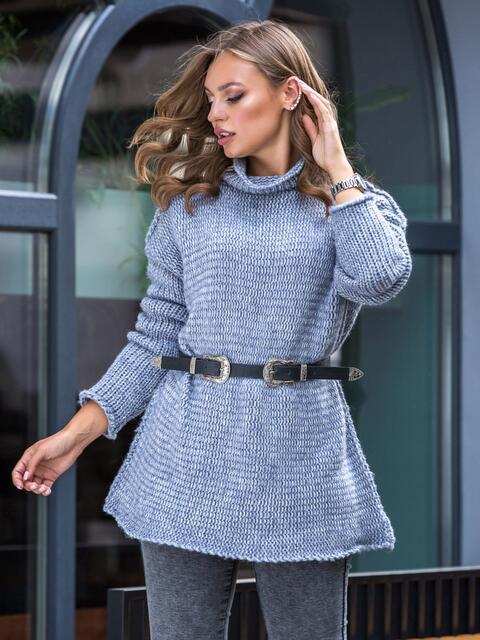 Удлиненный свитер с воротником-хомут голубой - 41051, фото 1 – интернет-магазин Dressa