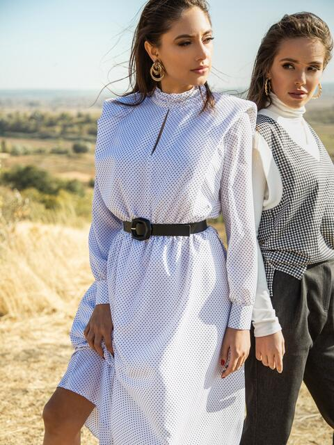 Расклешенное платье в мелкий горох с подплечниками белое 51343, фото 1