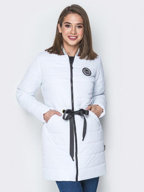 Удлиненная куртка-бомбер с кулиской на талии белая - 20247, фото 1 – интернет-магазин Dressa