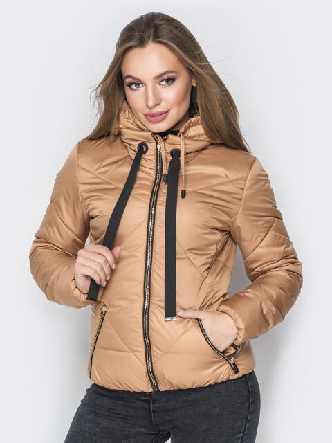 Бежевая куртка со съемным капюшоном на молнии - 20067, фото 1 – интернет-магазин Dressa