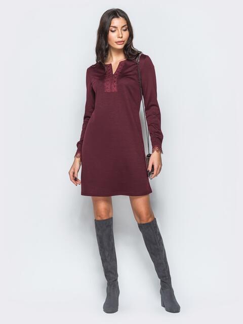 Платье бордового цвета с кружевом на полочке и рукавах - 17588, фото 1 – интернет-магазин Dressa