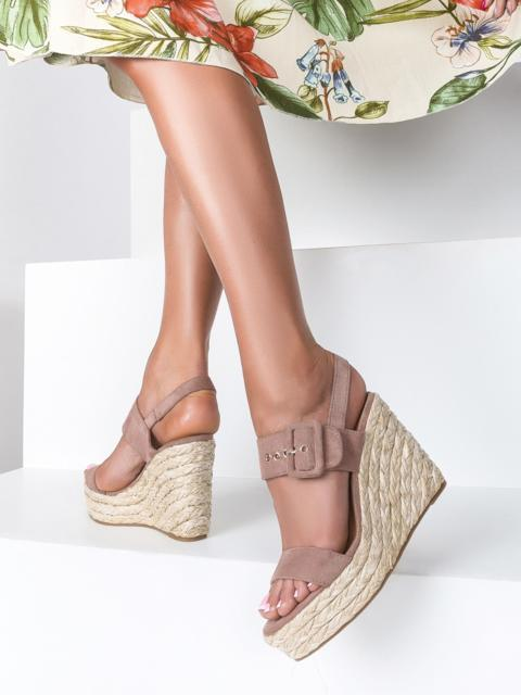 Пудровые босоножки из искусственной замши с пряжкой - 49676, фото 1 – интернет-магазин Dressa