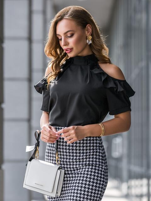 Чёрная блузка с открытыми плечами и рюшами - 40796, фото 1 – интернет-магазин Dressa