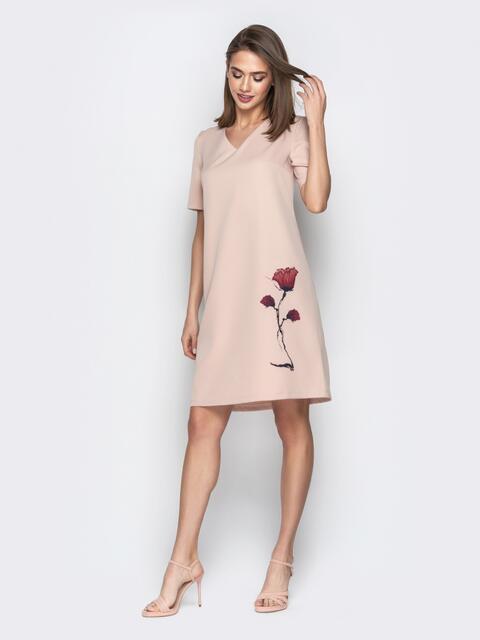 b2e1169c9df Бежевое платье-трапеция с авторским принтом и V-вырезом 21041 ...
