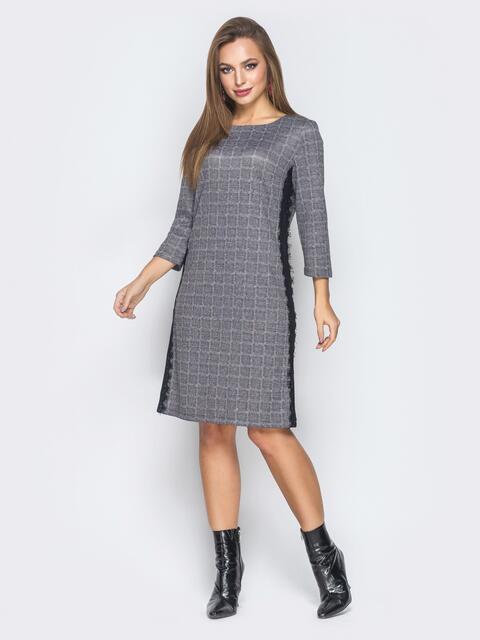Серое платье в клетку с гипюровыми лампасами - 18484, фото 1 – интернет-магазин Dressa