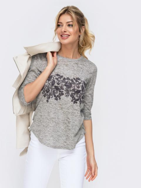 Серая футболка с принтом - 45957, фото 1 – интернет-магазин Dressa