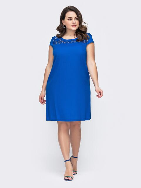 Синее платье батал ажурной кокеткой - 46413, фото 1 – интернет-магазин Dressa