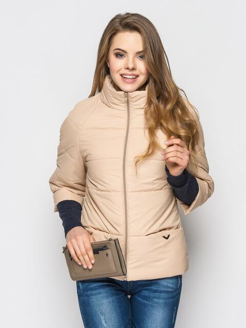 Бежевая куртка на силиконе с рукавом 3/4 - 12952, фото 1 – интернет-магазин Dressa