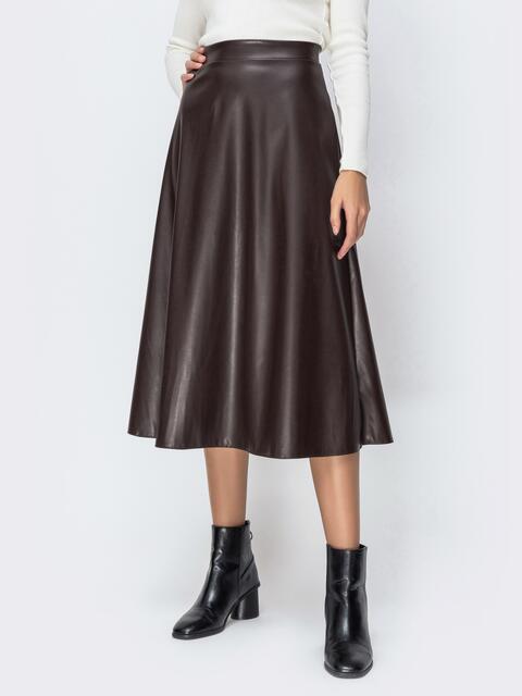 Юбка-миди из эко-кожи коричневого цвета - 42249, фото 1 – интернет-магазин Dressa