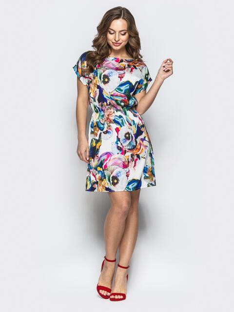 Шелковое платье с цветочным принтом и поясом белое - 20761, фото 1 – интернет-магазин Dressa