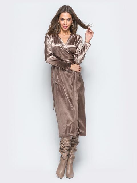Велюровое платье коричневого цвета с запахом - 17694, фото 1 – интернет-магазин Dressa