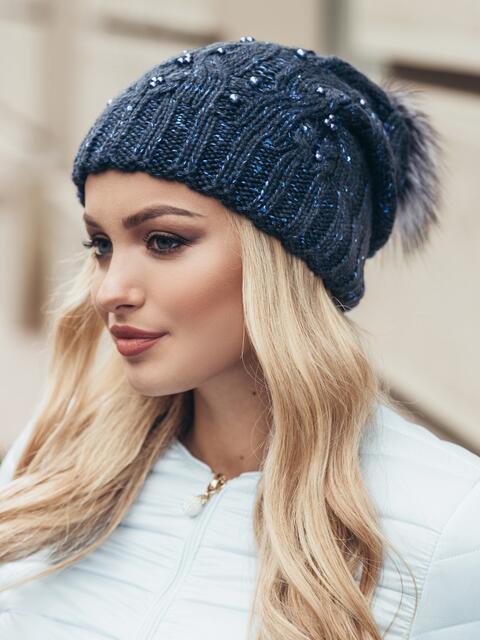 Темно-синяя вязаная шапка с бусинами и бубоном - 15476, фото 2 – интернет-магазин Dressa