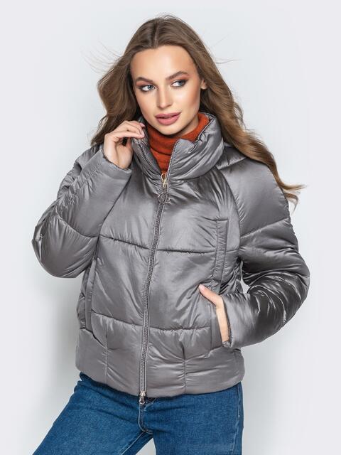 Укороченная куртка с воротником-стойкой и карманами серая - 20307, фото 1 – интернет-магазин Dressa