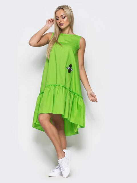 Платье-трапеция с широкой оборкой и нашивкой на полочке салатовое - 11581, фото 1 – интернет-магазин Dressa