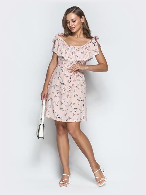Принтованное платье с оборкой по вырезу пудровое - 39088, фото 1 – интернет-магазин Dressa