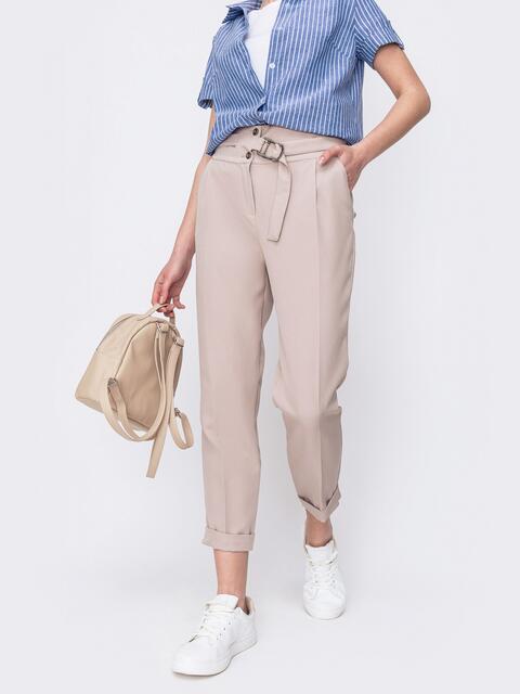 Зауженные брюки бежевого цвета на молнии - 46990, фото 1 – интернет-магазин Dressa