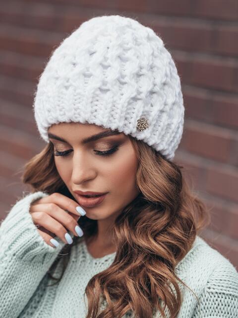 Белая шапка-бини крупной вязки - 15445, фото 2 – интернет-магазин Dressa