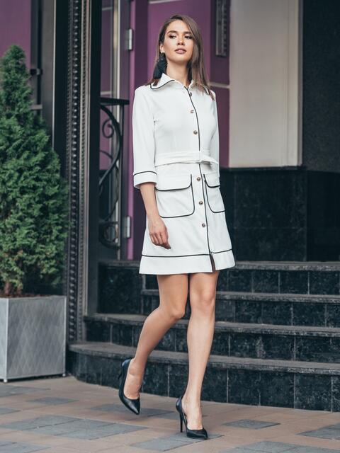 Белое платье с контрастной отстрочкой и функциональными пуговицами - 16942, фото 1 – интернет-магазин Dressa