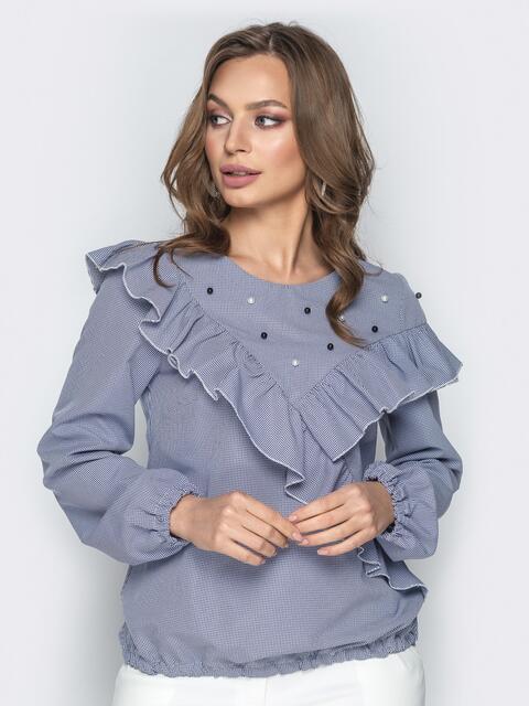 2fb2c9e030f Синяя блузка с воланом по кокетке и контрастными жемчужинами - 20745