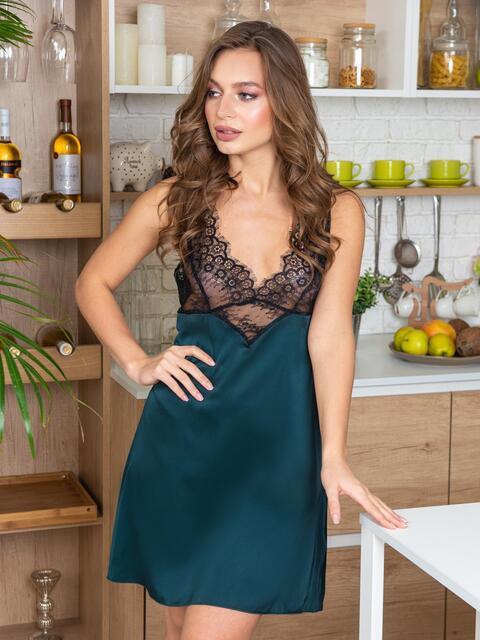Зелёная сорочка из шелка с кокеткой из кружева - 20486, фото 1 – интернет-магазин Dressa