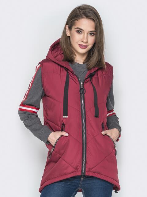 Бордовый жилет с капюшоном на кулиске и карманами - 20050, фото 1 – интернет-магазин Dressa
