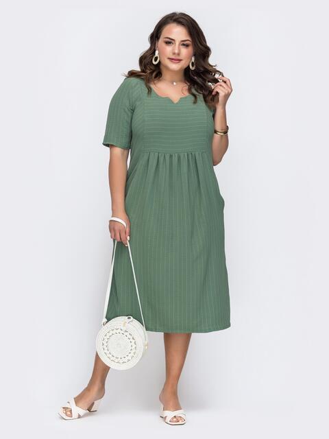 Приталенное платье батал мятного цвета в полоску - 49665, фото 1 – интернет-магазин Dressa