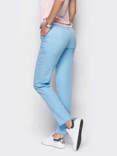 Голубые брюки из костюмной ткани с карманами на полочке - 12778, фото 4 – интернет-магазин Dressa
