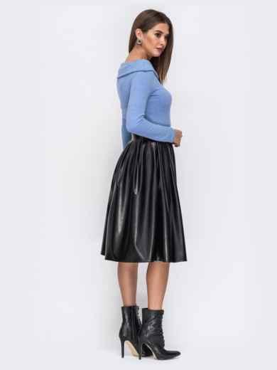 """Платье с вырезом """"лодочка"""" и юбкой из эко-кожи голубое - 42590, фото 2 – интернет-магазин Dressa"""