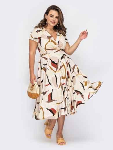 Бежевое платье на запах с абстрактным принтом 53933, фото 1