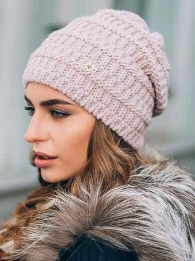 Розовая шапка крупной вязки с украшением - 14831, фото 1 – интернет-магазин Dressa