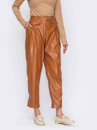 Коричневые брюки из экокожи с защипами у пояса 53471, фото 1