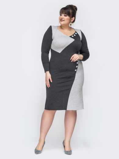 Приталенное платье батал серого цвета 44471, фото 1