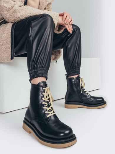 Зимние ботинки чёрного цвета с контрастной подошвой 51726, фото 1