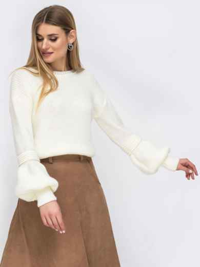 Молочный свитер со спущенной линией плеч - 43130, фото 2 – интернет-магазин Dressa