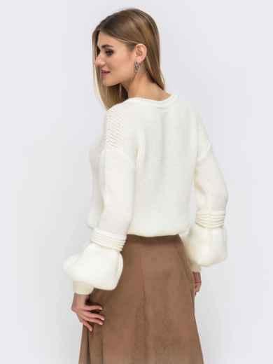 Молочный свитер со спущенной линией плеч - 43130, фото 4 – интернет-магазин Dressa
