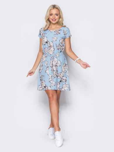 Голубое платье с коротким рукавом в цветочный принт - 11418, фото 2 – интернет-магазин Dressa
