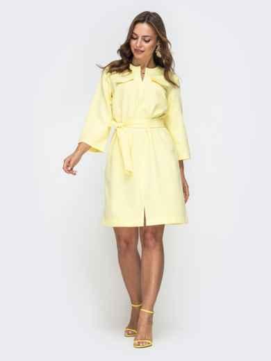 Платье прямого кроя с разрезом спереди желтое 45546, фото 2