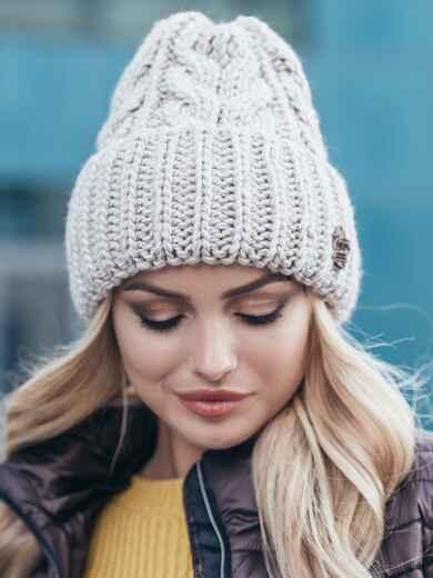 Светло-бежевая шапка-колпак объемной вязки 14968, фото 1