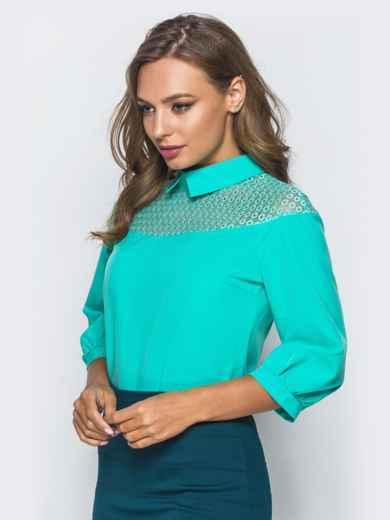 Блузка с кокеткой из сетки и съемной брошью бирюзовая - 16868, фото 2 – интернет-магазин Dressa