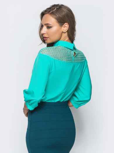 Блузка с кокеткой из сетки и съемной брошью бирюзовая - 16868, фото 3 – интернет-магазин Dressa