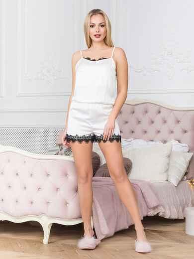 Белый комбинезон-пижама с гипюровой лентой - 18907, фото 1 – интернет-магазин Dressa