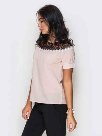 Пудровая блузка с черным кружевом и ромашками - 10050, фото 2 – интернет-магазин Dressa