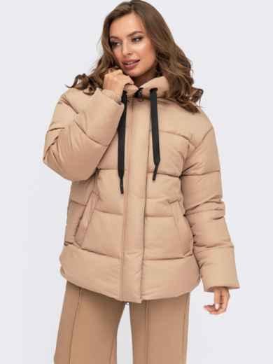 Зимняя куртка бежевого цвета с вшитым капюшоном  55602, фото 1