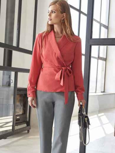 Костюм из блузки на запах кораллового цвета и брюк 54810, фото 1
