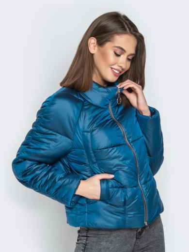 Укороченная куртка с воротником-стойкой и карманами синяя - 20308, фото 2 – интернет-магазин Dressa