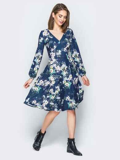 Принтованное платье с V-вырезом и юбкой-клёш синее - 20017, фото 1 – интернет-магазин Dressa