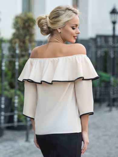 Бежевая блузка с горловиной на резинке и широким воланом - 13236, фото 2 – интернет-магазин Dressa